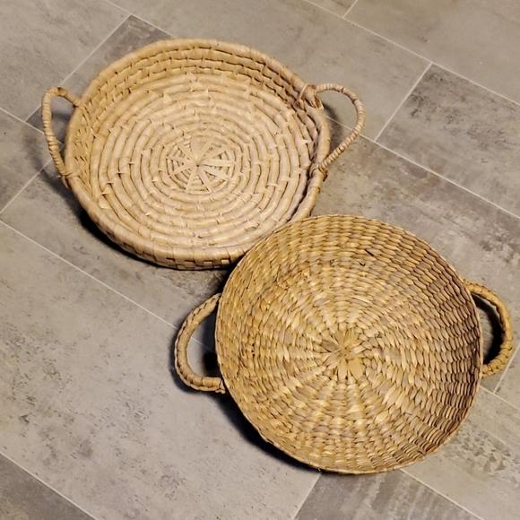 EUC Set of 2 Wicker Boho Shallow Vintage Baske…